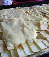 Bild vom Pudding und Äpfel auflegen